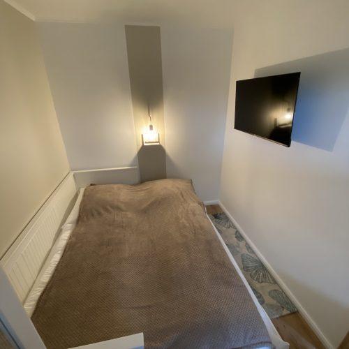 Kleines Schlafzimmer mit Aufbettung
